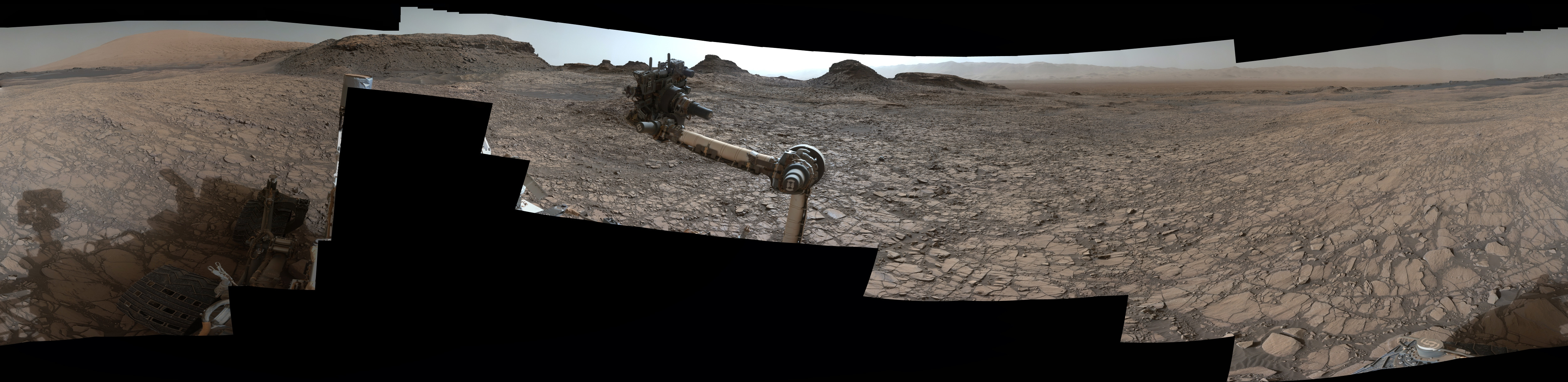 is_curiosity_panomara_at_murray_buttes_5000px.jpg