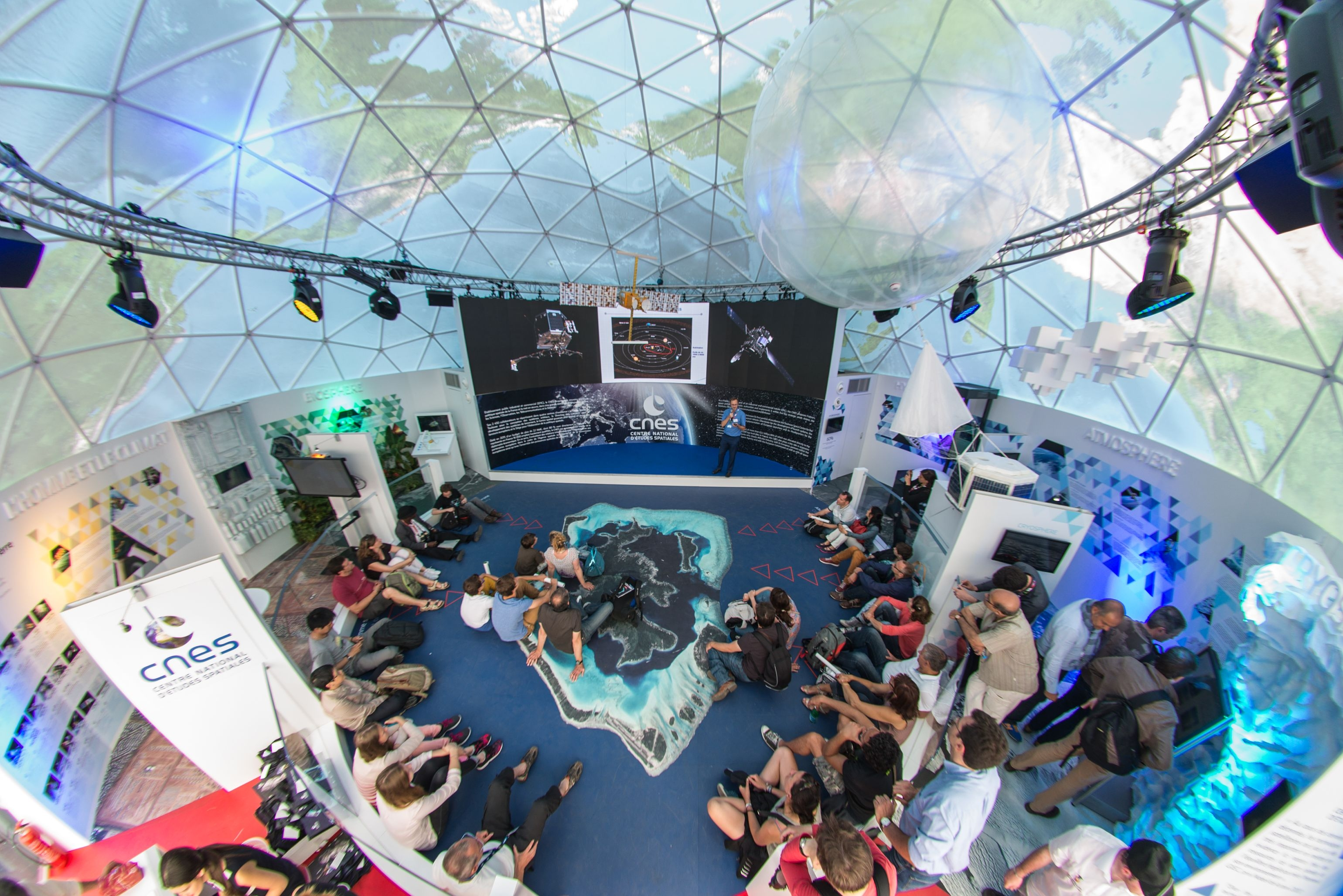 Cnes le pavillon du cnes au salon du bourget 2015 - Salon aeronautique du bourget 2015 ...