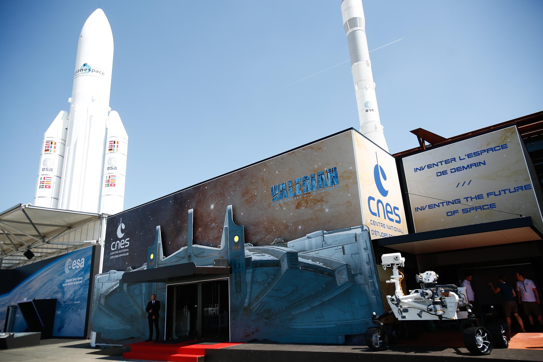 Cnes 52 me salon international de l a ronautique et de l - Salon international de l aeronautique et de l espace ...