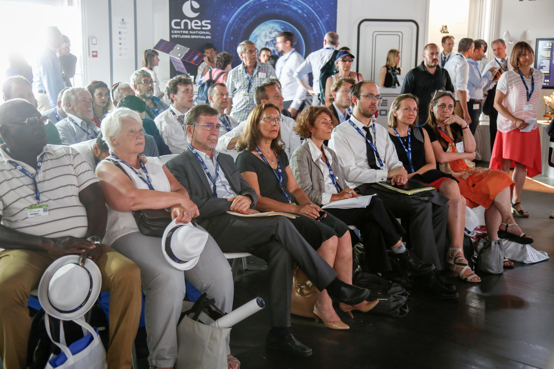 Cnes salon du bourget 2017 tables rondes du cnes for Salon du bourget islam