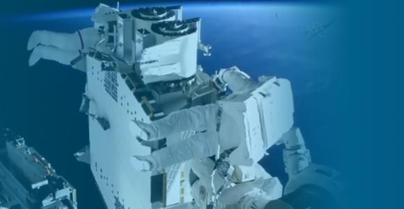 [REPLAY] Revivez les sorties de Thomas Pesquet dans l'espace !
