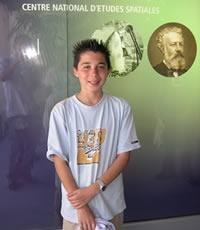 Pierre Feuillafée, 14 ans (Tourcoing) est le 3 000e visiteur de l'exposition le dimanche 19 juin ; crédits CNES