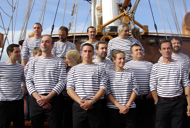 L'équipage dimanche dans le port de Fécamp (à droite, Patrice Franseschi). Crédits : CNES/J. Watelet.