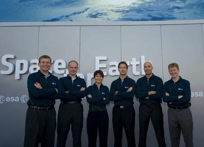 Les 6 nouveaux astronautes de l'ESA. Crédits : ESA/S. Corvaja.
