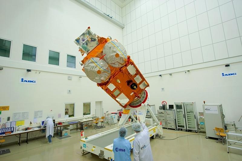 Cryosat-2 au centre de test, IABG, de l'ESA près de Munich. Crédits : ESA.