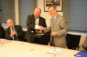 Yanncik d'Escatha, Président du CNES, et François Biltgen, Ministre de l'Enseignement supérieur et de la Recherche du Grand Duché du Luxembourg