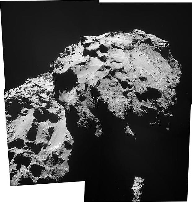 Assemblage des images de la NavCam prises le 17 décembre. Le site d'atterrissage visé se situe à gauche de la dépression visible sur le petit lobe de 67P et le site d'atterrissage final doit se situer sur la droite. Crédits : ESA/Rosetta/NavCam.