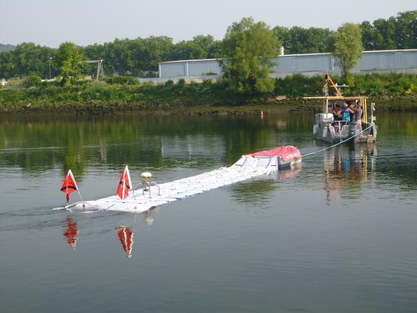 """Nappe GPS """"CalNaGeo"""" tractée pendant l'expérience de mesure sur l'estuaire de la Seine"""