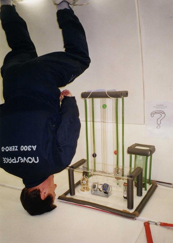 Manipulation jeunesse en vol parabolique. Source : CNES