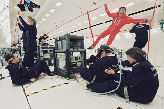 Expérience en vol parabolique. © CNES/P.LE DOARÉ, 2001
