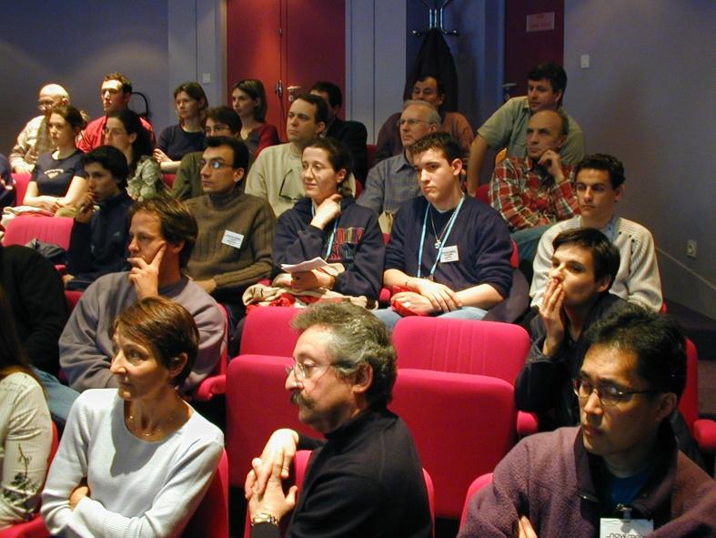 Une équipe d'étudiants studieux au cours du briefing de sécurité. Crédits : CNES/S.Rouquette, 2004