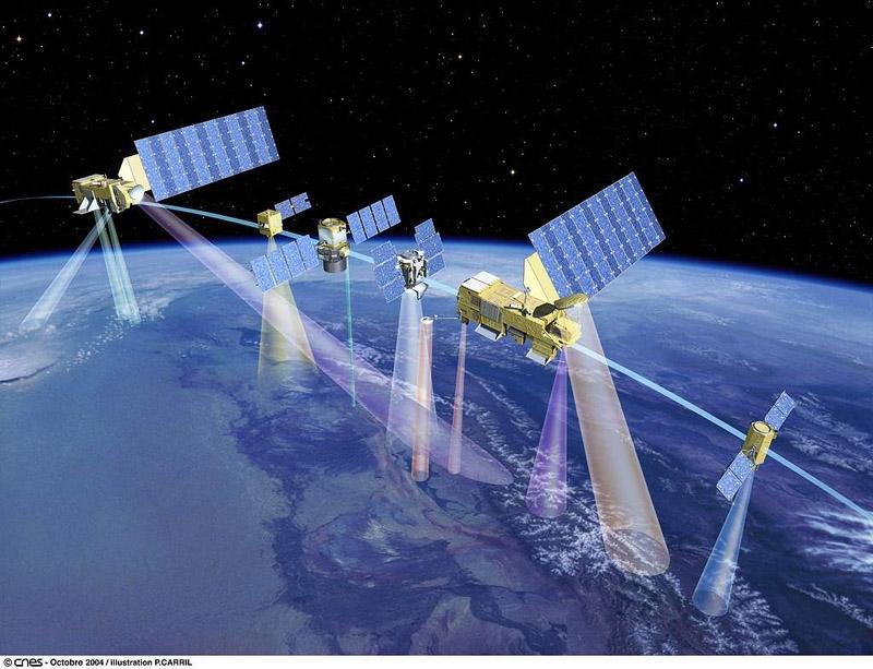 Illustration des 6 satellites composant l'A-train. De gauche à droite : Aura, Parasol, Calipso, Cloudsat, Aqua, OCO. Crédits : CNES octobre 2004, illustration P. Carril