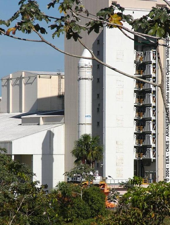 Transfert du MPS vers le banc d'essai. Crédits : ESA/CNES/Arianespace