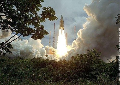 Lancement d'Ariane vol 165. Crédits : ESA/CNES/Arianespace