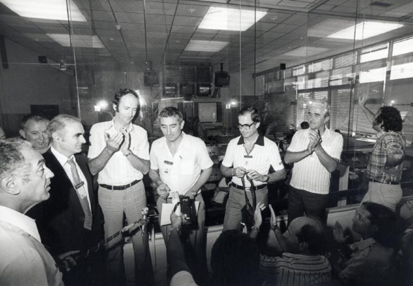 Annonce officielle de la réussite du lancement L01 en salle Jupiter ; crédits Sygma