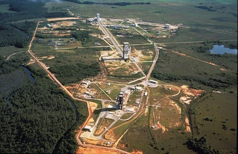 Vue aérienne de l'Ensemble de Lancement  n°1 (ELA 1) et de l'Ensemble de Lancement n°2 (ELA 2) au Centre Spatial Guyanais ; crédits Cnes/Esa/Arianespace