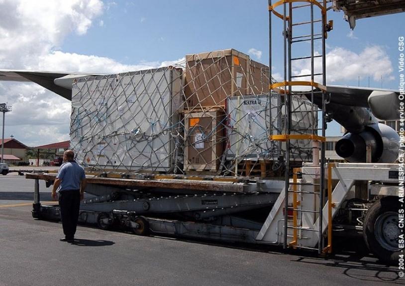 54 colis et conteneurs pour le seul satellite Parasol ; crédits CSG/SO