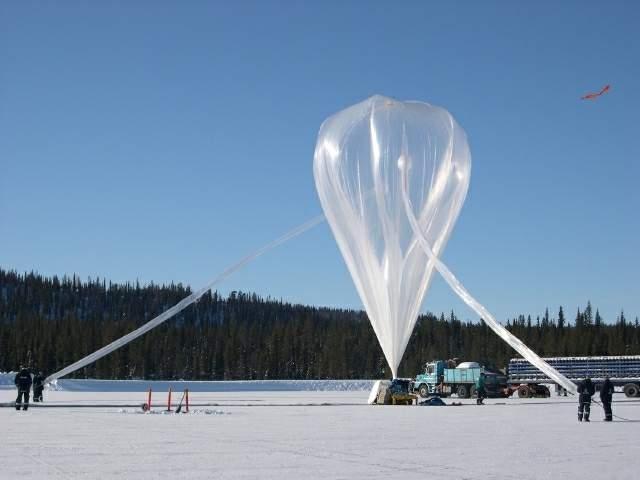 Inflating a zero-pressure stratospheric balloon in Kiruna. Credits : CNES/N. Journo