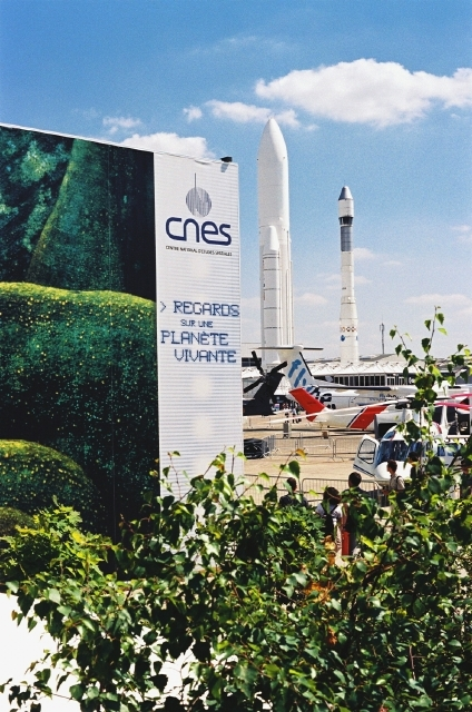 2 Ariane launcher models next to the CNES pavilion ; credits CNES