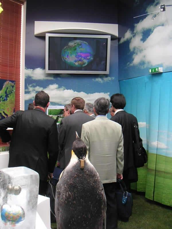 La galerie Terre de l'exposition ; crédits CNES