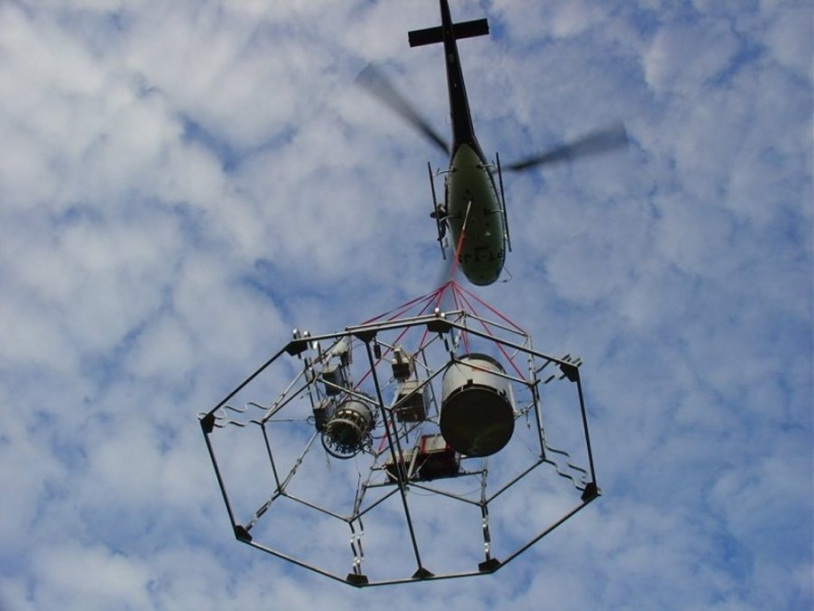The Twin Sampler experiment is recovered by a helicopter ; credits CNES
