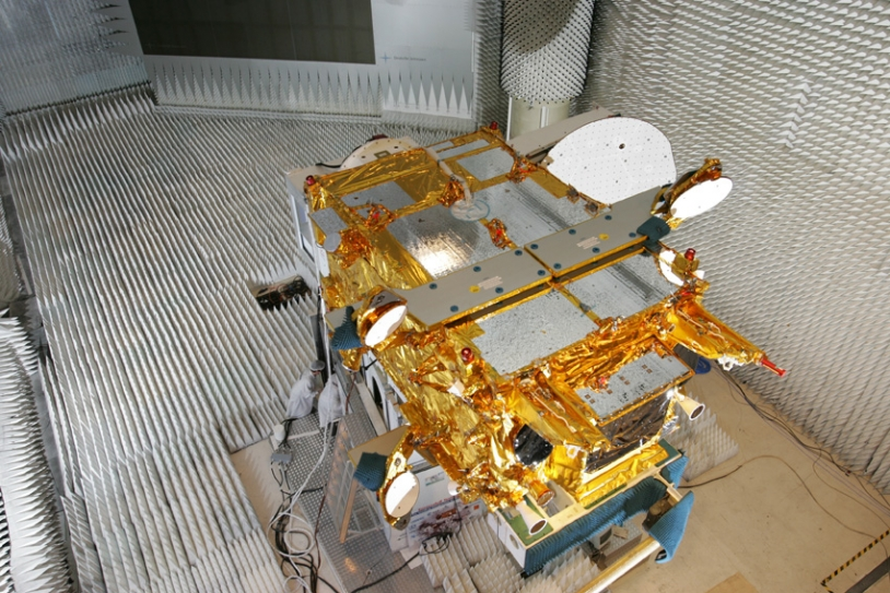 Le satellite Syracuse ; crédits Alénia Alcatel Space