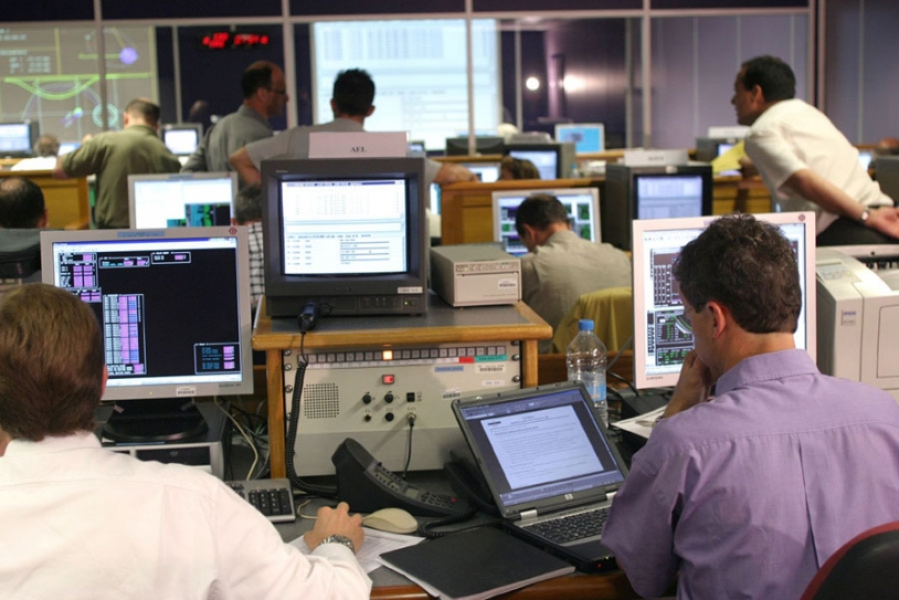 Positioning operations at CNES ; credits CNES/P.Jalby