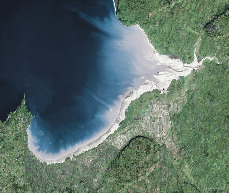 La baie du Mont St-Michel vue par Spot 5. Crédits : CNES/Distribution Spot Image/2003