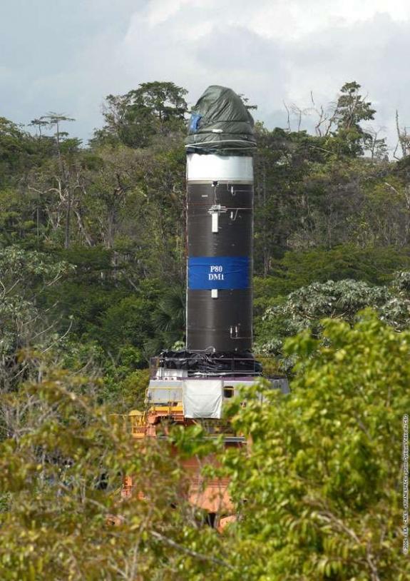 Transfert du P80 du BIP* au BEAP** à Kourou le 07-11-06 ; Crédits : ESA-CNES 2006, CSG/Ph. Baudon