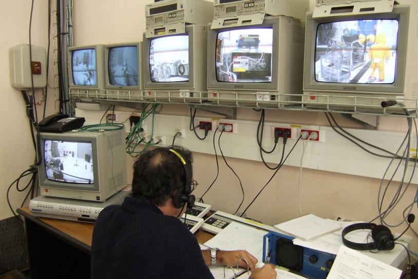 Fuelling operations. © Alcatel 2006