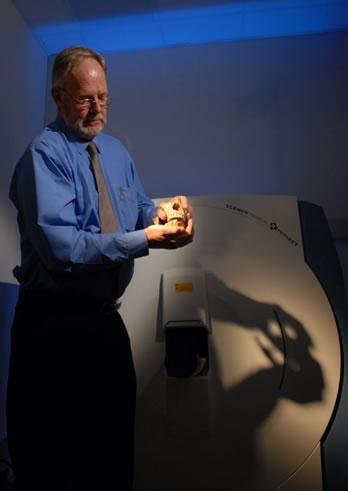 L'un des 2 crânes analysé au scanner le 20 février dernier. © Cnes/Benjamin Guindre