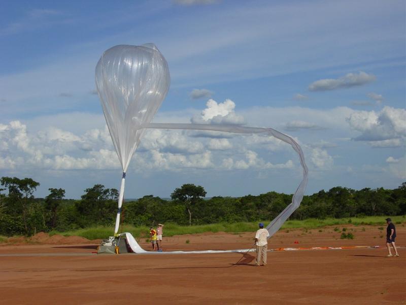 Gonflage d'un ballon lors de la campagne. Avec l'autorisation d'Anne Garnier, CNRS