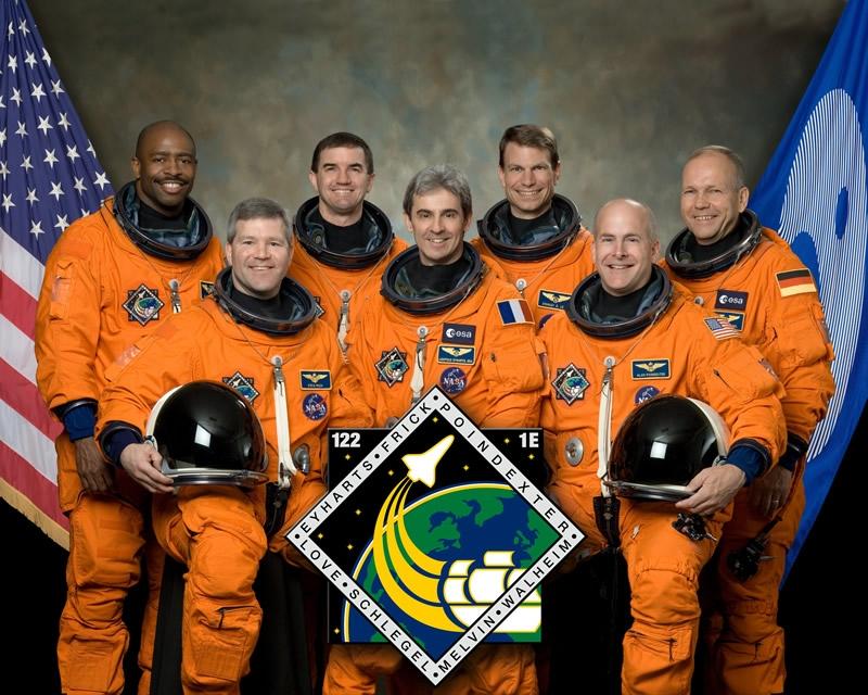 L'équipage de la mission STS-122. Crédits : NASA