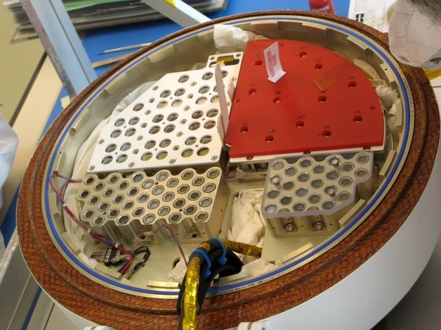 Samples from the Uvolution experiment on the Foton capsule.
