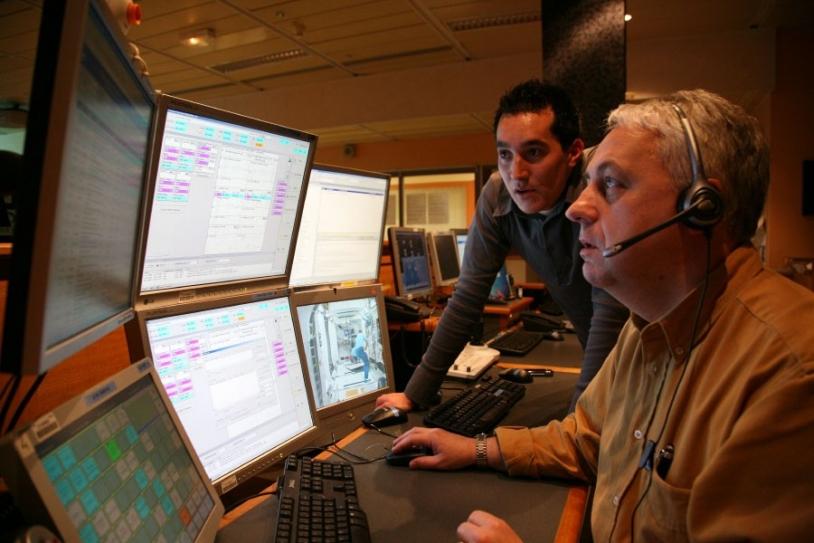 Alain Maillet en contact direct avec l'ISS depuis Toulouse. Crédits : CNES/P. Jalby.