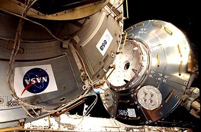 Installation de Columbus. Credits: ESA/NASA