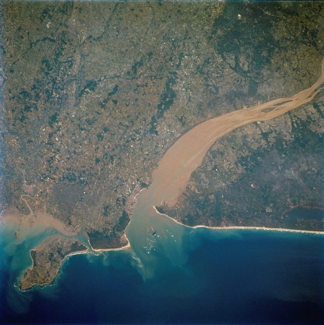 Estuary of the Gironde, France. Jason-2 will provide a clearer picture of lakes, rivers and coastal areas. Credits: CNES