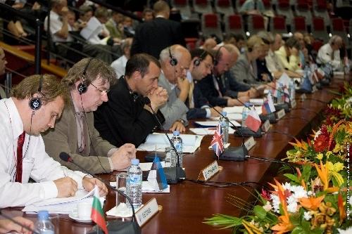 Session plénière pour les ministres en salle Jupiter au CSG. Crédit : ESA-CNES/activité optique video.