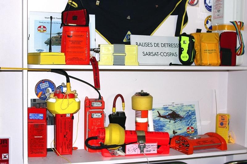 Balises de détresse Cospas-Sarsat. Crédits : CNES.