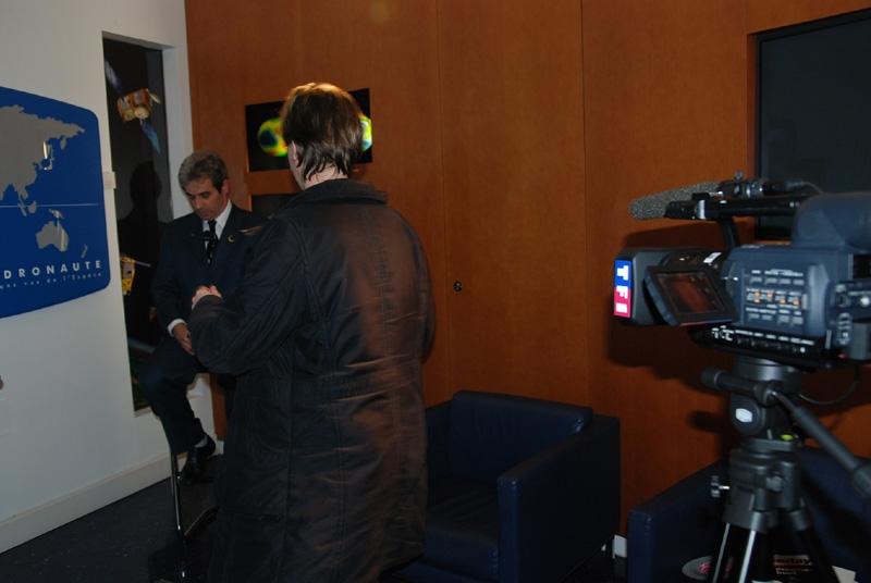 C'est la dernière interview de la journée avant la rencontre avec le personnel du CNES. Crédits : CNES.