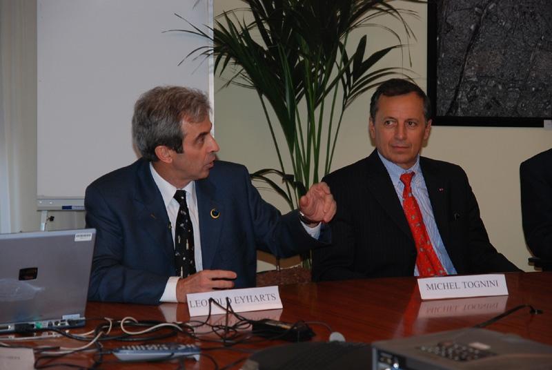 Léolopd Eyharts et Michel Tognini, à droite, chef de corps des atronautes de l'ESA. Crédits : CNES.