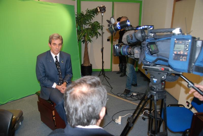 L'interview ne durera que quelques minutes, TF1 attend au rez-de-chaussé du CNES. Crédits : CNES.