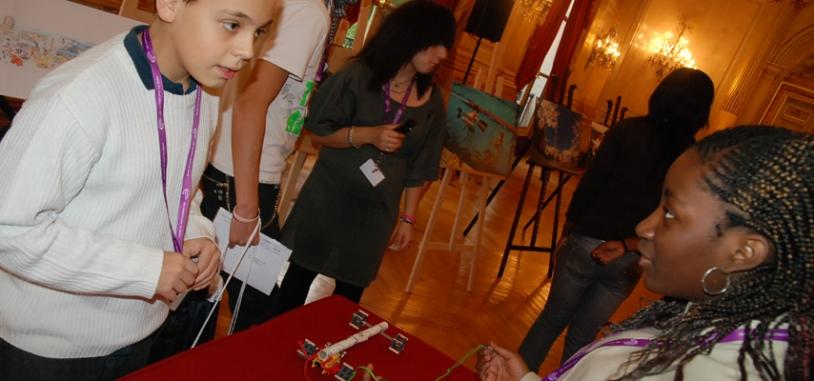Egalement sur place les mini-rovers et autres robots martiens confectionnés au cours des ateliers d'Espace dans ma Ville. Crédits : CNES.