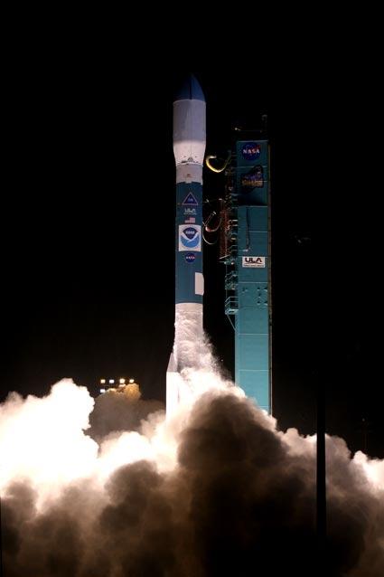 Le satellite NOAA-N' a été lancé le 6 février 2009 par une fusée américaine Delta II depuis la base de Vandenberg en Californie. Crédits : NASA.
