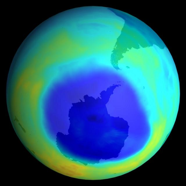 Ozone hole at the South Pole (in blue). Credits: Ciel & Espace.