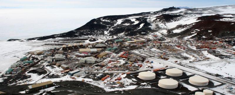 The U.S. McMurdo research base in Antarctica. Credits: Wikimedia Commons.