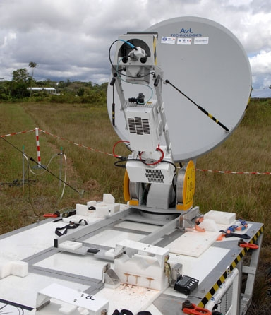 Antenne parabolique du PSMA. Crédits : Activité Optique Vidéo du CNES/CSG.