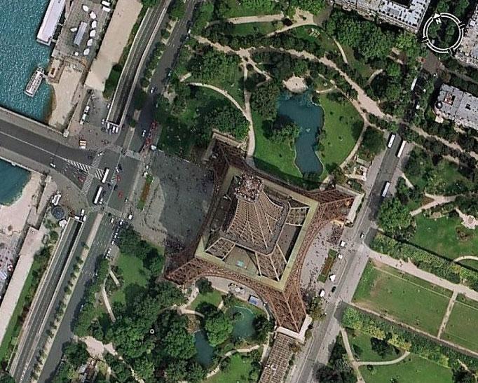 Vue de la Tour Eiffel à Paris avec Google Earth. Crédits : Google Earth.