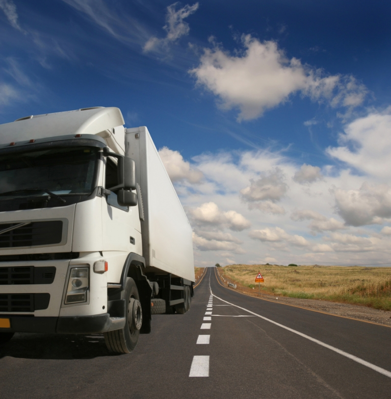 L'écotaxe poids lourds consiste à instaurer une taxation pour les véhicules d'au moins 3,5 t hors autoroutes à péage. Crédits : Fotolia/Yakov Stavchansky.