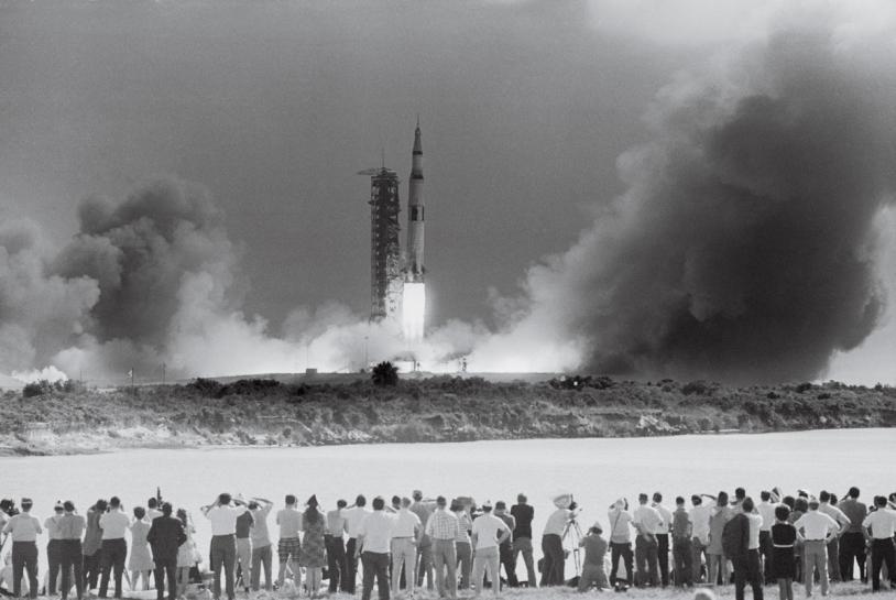 Décollage de la Saturn V emportant l'équipage d'Apollo 11, le 16 juillet 1969. Kennedy Space Center, Floride. Crédits : Bettmann/CORBIS/ TASCHEN